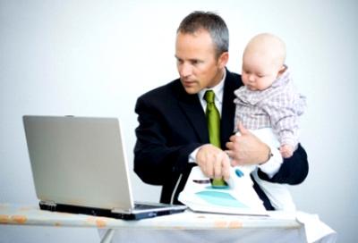 hombre-laptop-bebe